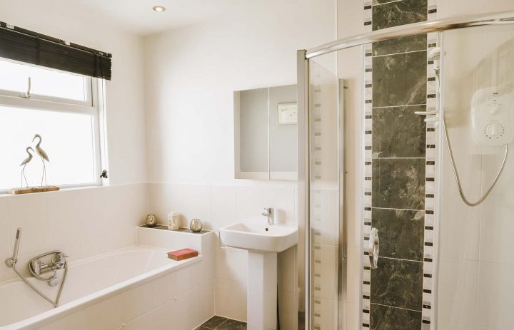 Master bathroom, The Cove, Praa Sands 72DPI