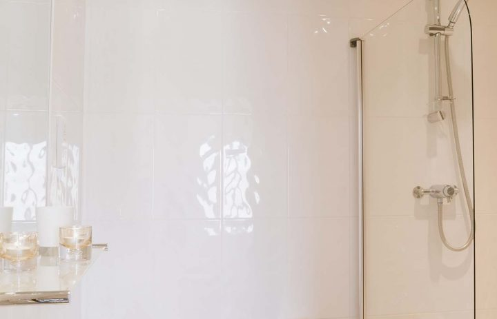 Ensuite at The Rockpool 72DPI